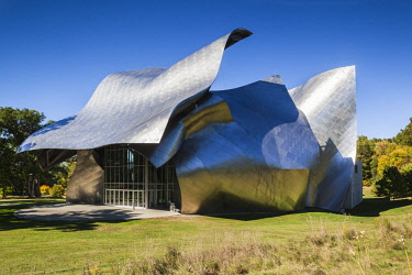 US61476 USA, New York, Hudson Valley, Annandale on Hudson, Fisher Center for the Performing Arts at Bard College, designed by Frank Gehry