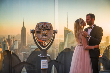 US61622 USA, New York, New York City, Mid-Town Manhattan, visitors to the Top of The Rock rooftop, NR