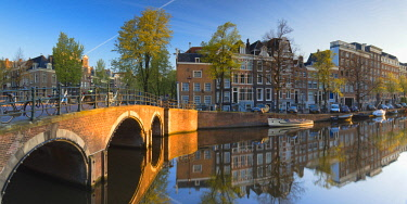 NLD0474AW Keizersgracht canal at dawn, Amsterdam, Netherlands