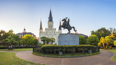 USA12548AW United States, Louisiana, New Orleans, French Quarter. St. Louis Cathedral and statue  of Andrew Jackson on Jackson Square.