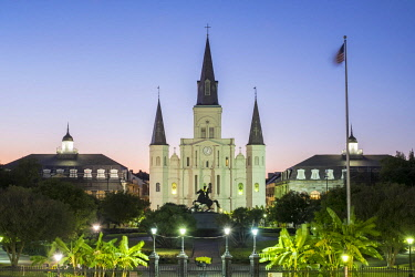 USA12682AW United States, Louisiana, New Orleans, French Quarter. Jackson Square and Saint Louis Cathedral at dusk.