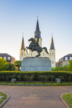 USA12713AWRF United States, Louisiana, New Orleans, French Quarter. St. Louis Cathedral and statue  of Andrew Jackson on Jackson Square.