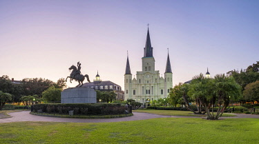 USA12732AWRF United States, Louisiana, New Orleans, French Quarter. Jackson Square and Saint Louis Cathedral at dusk.