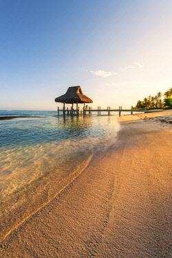 DMR0153AWRF Playa Blanca, Punta Cana, Dominican Republic, Caribbean Sea. Thatched hut on the beach.
