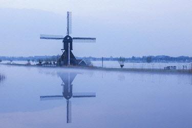 TPX59222 Europe, Netherlands, Alblasserdam, Kinderdijk, Windmills