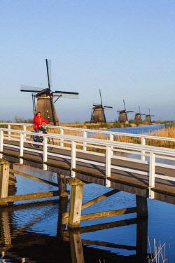 TPX59252 Europe, Netherlands, Alblasserdam, Kinderdijk, Windmills