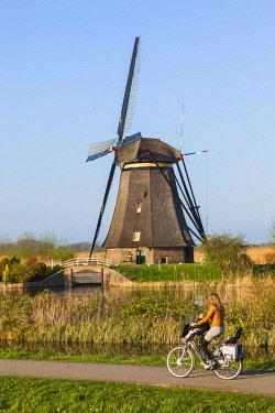 TPX59321 Europe, Netherlands, Alblasserdam, Kinderdijk, Windmills