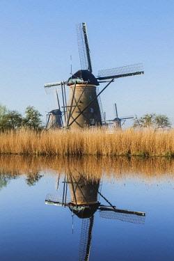 TPX59341 Europe, Netherlands, Alblasserdam, Kinderdijk, Windmills