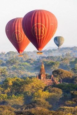 MYA2122AW Hot air balloons flying over pagodas in Bagan, Myanmar