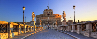 ITA10373AW Italy, Rome, Mausoleum of Hadrian (known as Castel Sant'Angelo)  at sunrise