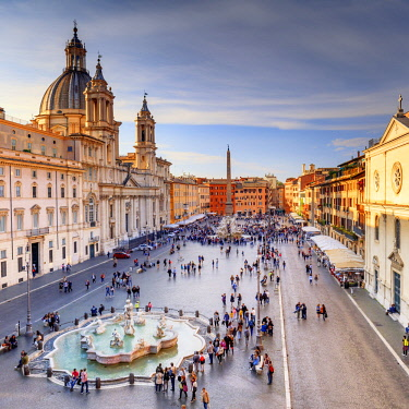 ITA10478AW Italy, Rome, Navona square with Sant'Agnese in Agone church and 4 rivers fountain (Fontana dei Quattro Fiumi) elevated view