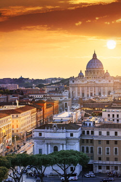 ITA10488AW Italy, Rome, St. Peter Basilica and Via della Conciliazione elevated view at sunset