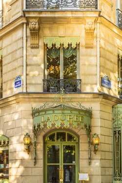 FR20278 The famous bakery /patisserie Laduree, Champs Elysees, Paris, France