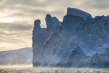 GRN1308 Icebergs calved from Jakobshavn Glacier frozen in Disko Bay, Ilulissat, West Greenland