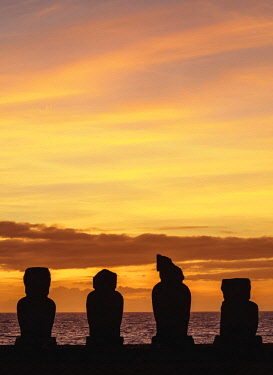CHI10664AW Moais in Ahu Vai Uri at sunset, Tahai Archaeological Complex, Rapa Nui National Park, Easter Island, Chile