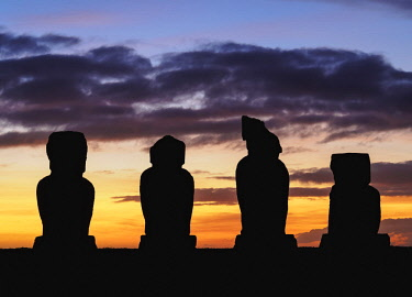 CHI10665AW Moais in Ahu Vai Uri at sunset, Tahai Archaeological Complex, Rapa Nui National Park, Easter Island, Chile