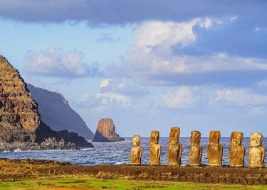 CHI10772AW Moais in Ahu Tongariki, Rapa Nui National Park, Easter Island, Chile