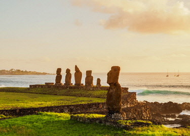 CHI10784AW Moais in Tahai Archaeological Complex at sunset, Rapa Nui National Park, Easter Island, Chile