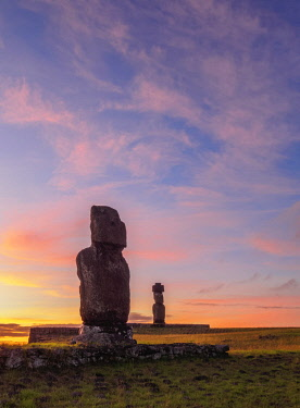 CHI10807AWRF Moais in Tahai Archaeological Complex at sunset, Rapa Nui National Park, Easter Island, Chile