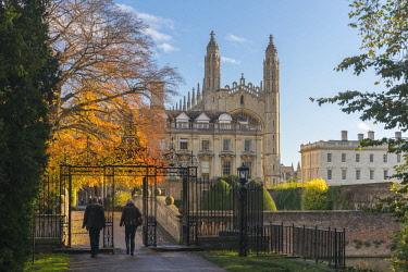 UK08134 UK, England, Cambridge, Clare College and Clare College Bridge over River Cam