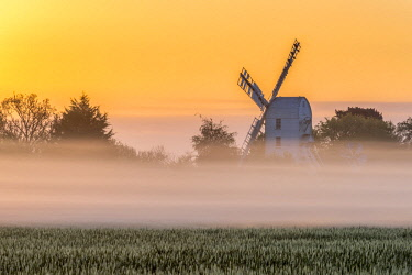 UK08162 UK, England, Suffolk, Saxtead Green, Saxtead Green Windmill at sunrise