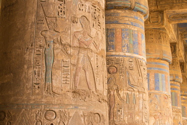 EG129RF Egypt, Luxor, West Bank, The temple of Ramesses 111 at Medinet Habu, Columns in the portico of the second court