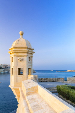 MLT0590AW Malta, South Eastern Region, Valletta. A Vedette, or Watchtower in Gardjola Gardens on the tip of Senglea.