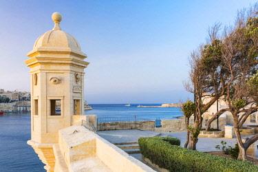 MLT0591AW Malta, South Eastern Region, Valletta. A Vedette, or Watchtower in Gardjola Gardens on the tip of Senglea.
