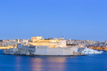 MLT0655AW Malta, South Eastern Region, Valletta. Grand Harbour and Fort St Angelo in Vittoriosa at sunset.