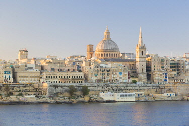 MLT0666AW Malta, South Eastern Region, Valletta. The view from Sliema across Marsamxett Harbour to Valletta.