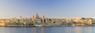 MLT0669AW Malta, South Eastern Region, Valletta. The view from Sliema across Marsamxett Harbour to Valletta.