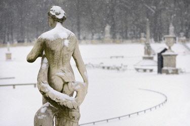 HMS1856592 France, Paris, Luxembourg garden in Winter, Statue of Venus