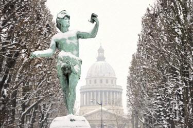 HMS1856597 France, Paris, Luxembourg garden and Pantheon, Bronze statue of L'acteur grec (the greek actor)