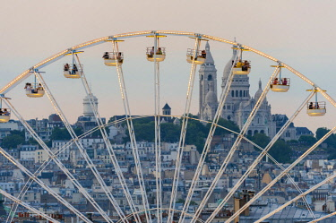 HMS2193782 France, Paris, Ferris wheel installed in the Tuileries gardens, along the Rue de Rivoli (aerial view)