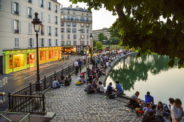 HMS2402803 France, Paris, Saint Martin canal, groups of friends picnicing in border of a stream