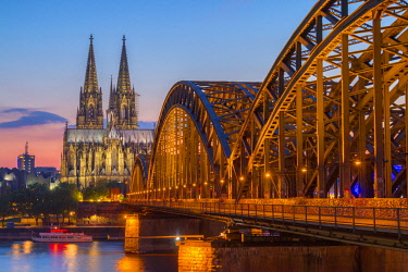 CLKAB60841 Hohenzoller Bridge over River Rhine and Cologne Cathedral at dusk in Cologne city. Cologne city (Koln), North Rhine Westphalia, Germany, Europe.