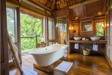 TZ02194 Bathroom at Lake Manyara Tree Lodge, Tanzania