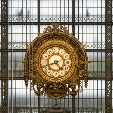FRA9857AW Musee d'Orsay, giant ornamental clock, Paris, France