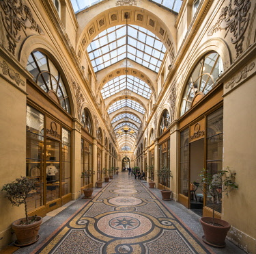 FRA9884AW Covered passage in the Galerie Vivienne, built in 1823, Paris, France