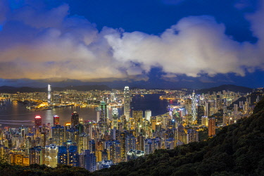 HK01375 City skyline and Victoria Harbour viewed from Victoria Peak, Hong Kong, China