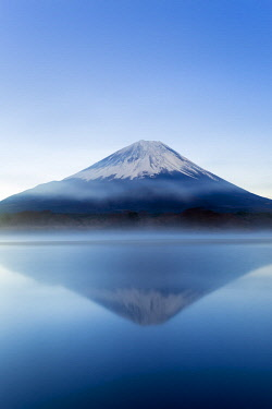 JP04100 Lake Shoji and Mt Fuji, Fuji Hazone Izu National Park, Japan