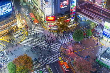 JP04104 Asia, Japan, Tokyo, Shibuya, Shibuya Crossing, centre of Shibuyas fashionable shopping and entertainment district