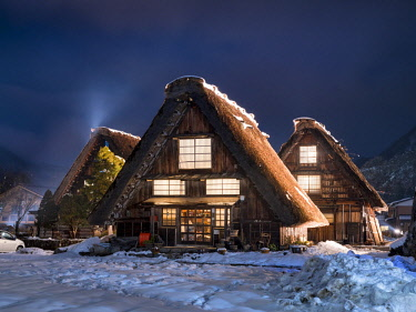 JAP1141AW Traditional Japanese farmhouses in the village of Shirakawago, Gifu Prefecture, Japan
