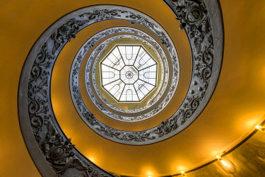 ITA10919AW Spiral staircase in the Vatican museum, Rome, Italy