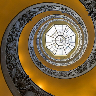 ITA10920AW Spiral staircase in the Vatican museum, Rome, Italy
