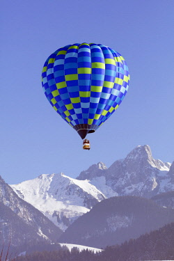 SWI7935 Europe, Switzerland, Vaud, Chateau-d'Oex, International hot air balloon festival,