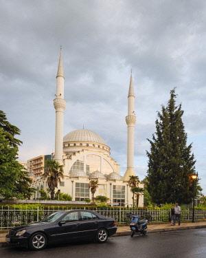 ALB0059AW Exterior of Xhamia e Madhe Mosque, Old Town, Shkodra, Albania