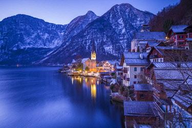 AU04476 Austria, Upper Austria, Salzkamergut, Hallstatt, town view
