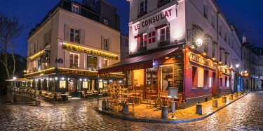 FRA10053AW Streets of Montmartre at night, Paris, France