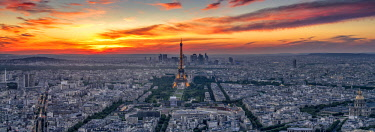 FRA9989AW Paris & Eiffel Tower at sunset, Paris, France